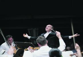Le chef Gábor Takács-Nagy dirigera le Verbier Festival Chamber Orchestra pour le concert de clôture du Festival de Bellerive le mercredi 17 juillet. DR