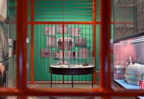 L'exposition au Musée international de la Croix-Rouge et du Croissant-Rouge mêle ambiance oppressante et informations ludiques. DR