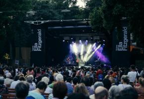 Coups de cœur et découvertes vont se succéder jusqu'au 22 août sur la scène Ella Fitzgerald au parc La Grange. MEE/PAULINE MAGNENAT