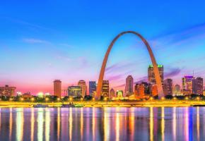 Symbole de la ville, la «Gateway Arch» mesure 192 mètres de haut. Elle est consacrée à la conquête de l'Ouest,