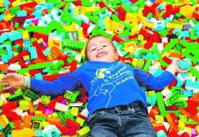 Lors de l'événement Bricklive, les enfants pourront plonger dans des fosses de briques. DR