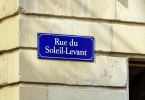 Un panneau en Vieille-Ville. Choisir un nouveau nom de rue: pas si facile! 123RF/ROSTISLAV AGEEV