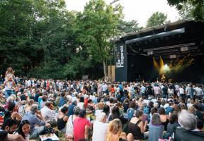 La scène Ella Fitzgerald au parc La Grange. Les concerts de juillet du festival Musiques en été seront probablement annulés. VILLE-GE/PAULINE MAGNENAT
