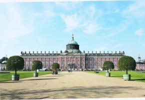 Le Nouveau Palais situé sur le côté ouest du parc de Sans-Souci. 123RF/ERICH TEISTER