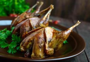 Les recettes à base de gibier offrent de nouvelles saveurs aux fins gourmets. 123RF/IAROSHENKO