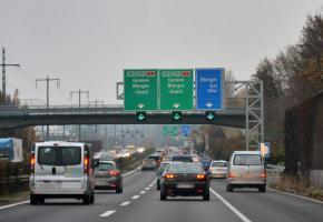 Pour fluidifier le trafic aux heures de pointe, l'OFROU veut limiter la vitesse à 80 km/h sur certains tronçons. VERISSIMO