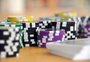 Le poker est désormais accessible dans un casino en ligne suisse. PXHERE