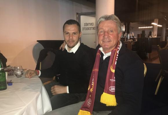 Djamel Mesbah, ancien international algérien et joueur d'Etoile Carouge, avec Gérard Castella, dernier entraîneur du Servette FC à avoir remporté le titre de champion suisse (1999)
