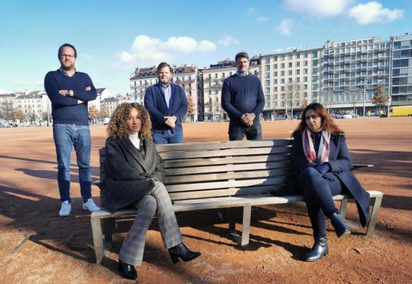 Les cinq représentants du collectif Loisirs Genève (de g. à d. Gian Pinösch, Noémie Benhamou, Pierre-Yves Chomarat, Yan Favier et Marine Sinclair)  juste après leur rencontre, le 8 janvier,