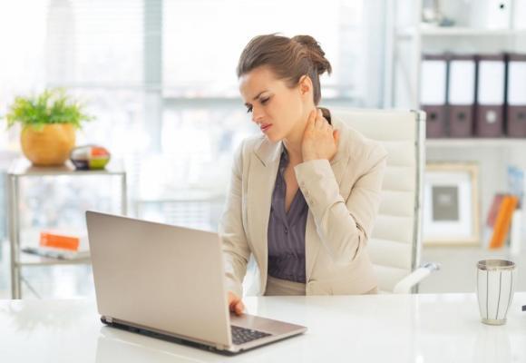 Fatigue et douleurs musculo-articulaires sont parmi les symptômes de la fibromyalgie. 123RF/CITALLIANCE