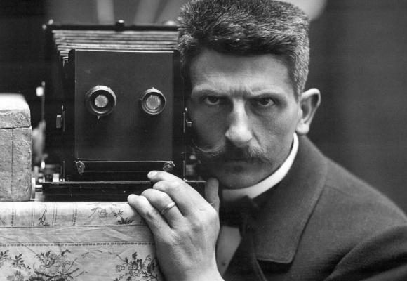 Cet autoportrait de Fred Boissonnas a été réalisé  pour l'Exposition universelle de Paris en 1900. BIBLIOTHèQUE DE GENèVE