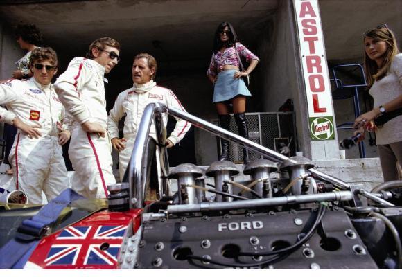 Parmi la quinzaine de photos exposées, un cliché pris à Monza en 1969 avec des légendes  de la Formule 1: Jochen Rindt, Jo Siffert et Graham Hill. RAINER W. SCHLEGELMILCH/MOTORSPORT IMAGES