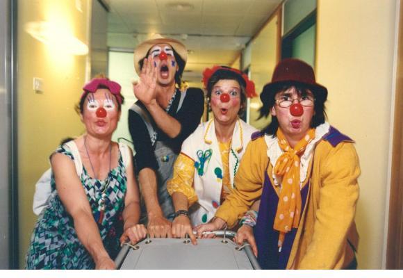 Gertrude, Tao, Serpillette et Sidonie lors de la première année d'existence d'Hôpiclowns en 1996. DR