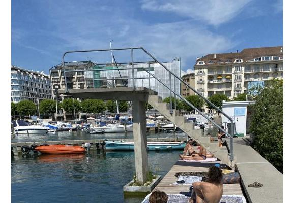 Un lieu propice à la détente, réaménagé pour offrir plus d'espace et de confort aux usagers.GIM