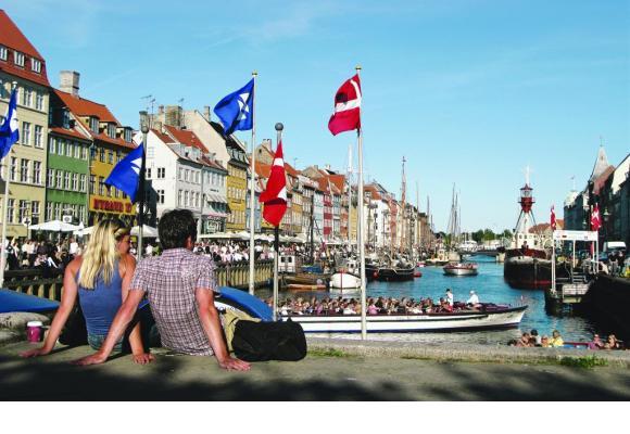 Nyhavn, qui signifie nouveau port, est l'épicentre touristique de la capitale Copenhague.