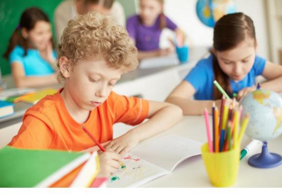 Cette année, 581 élèves supplémentaires intégreront l'école primaire. Ils seront 320 de plus au Cycle d'orientation. 123RF/PRESSMASTER