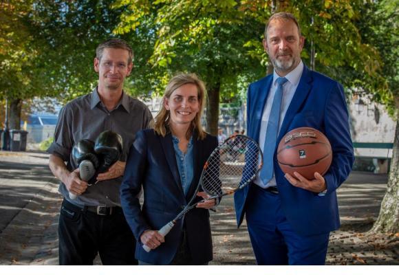 Le président du fonds cantonal d'aide aux sports, Frédéric Renevey, la conseillère administrative, Marie Barbey-Chappuis, et le conseiller d'Etat Thierry Apothéloz. STéPHANE CHOLLET