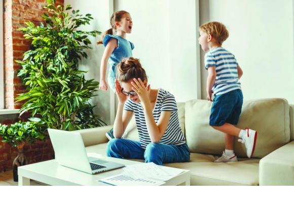 Travailler depuis la maison peut parfois être source de stress. ADOBE STOCK/ JENKOATAMAN