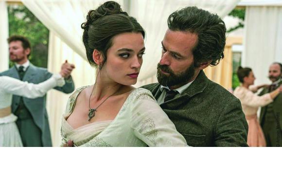Emma Mackey et Romain Duris. DR