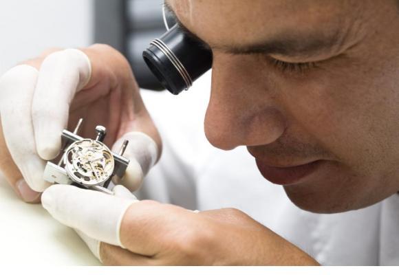 Des ateliers d'initiation à l'horlogerie sont proposés. 123RF