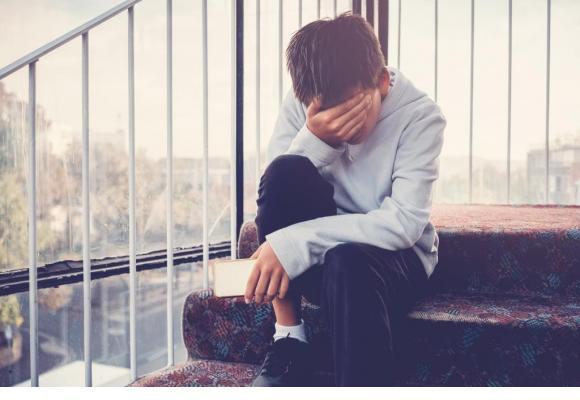 Les enfants et adolescents victimes de cyber-harcèlement souffrent de de troubles anxieux  et de dépression, pouvant parfois mener au suicide. 123RF