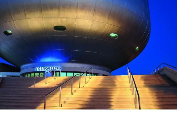Le musée de BMW, un imposant vaisseau de verre et de métal attenant au siège de la prestigieuse marque automobile. WERNER BOEHM