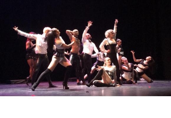 Un spectacle qui réunit sur scène une grande variété d'artistes. DR