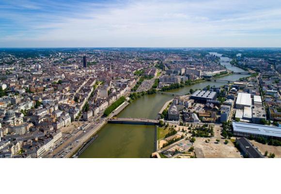 L'Erdre vue depuis le pont Saint-Michel à Nantes. La sixième ville de l'Hexagone est considérée comme la capitale verte de l'Europe. 123RF/THOMAS PAJOT L'île de Nantes et son fameux éléphant mécanique de 12 mètres de haut. Impressionnant! CROISIEUROPE Les chantiers de l 'Atlantique à Saint-Nazaire. VILLE DE SAINT-NAZAIRE Le «MS Loire Princesse», un bateau qui vous fera découvrir, au rythme agréable de l'eau, une région d'une grande diversité. CROISIEUROPE