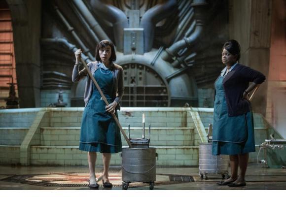 Elisa (Sally Hawkins) et Zelda (Octavia Spencer) dans le laboratoire ultrasecret où est détenue une créature aquatique dont tombe amoureuse la première. TWENTIETH CENTURY FOX FILM CORPORATION