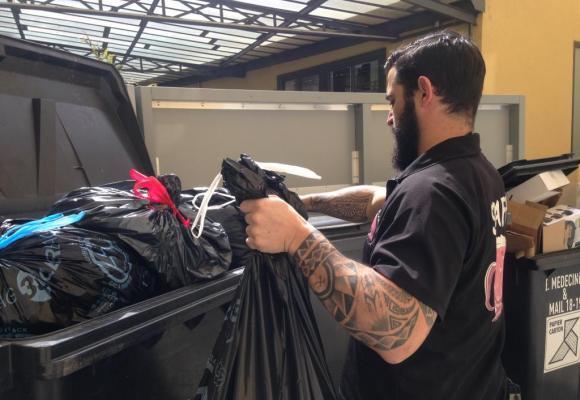 Les petits commerçants sont désormais obligés de stocker leurs déchets dans des locaux  de fortune avant de faire intervenir un transporteur privé pour les collecter. CHRISTINE ZAUGG