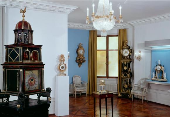 Le salon de l'ancien Musée de l'horlogerie et de l'émaillerie situé dans la Villa Bryn Bella,