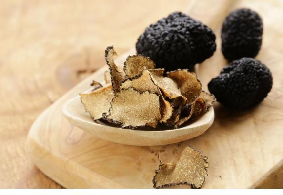 Poularde au pot aux légumes anciens et aux truffes d'automne