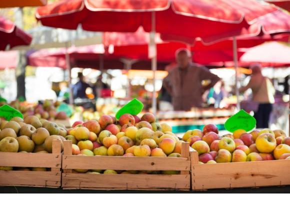 Les paysans vendent parfois eux-mêmes leurs produits sur les étals