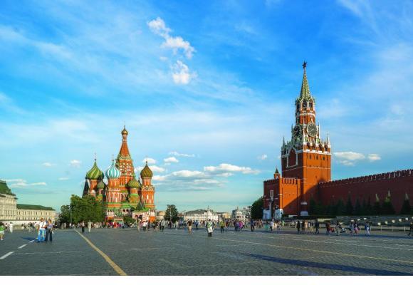 L'emblématique place Rouge avec, à droite, le Kremlin, symbole du pouvoir, et, à gauche, la cathédrale Saint-Basile. 123RF/STANISLAV ETVESH
