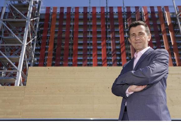 Frédéric Hohl, l'ancien député PLR genevois, ne cache pas son enthousiasme face à l'ampleur de la réalisation de ce méga projet. CHRISTIAN BONZON