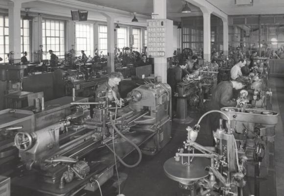 Il y a un demi-siècle le travail en usine était harassant. DR