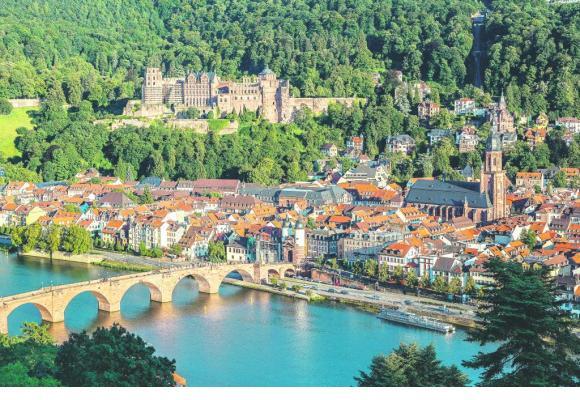 Heidelberg et son château surplombant le Neckar.