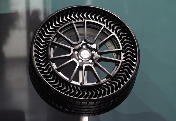 Le futur pneu Uptis de Michelin se passera d'air, diminuant ainsi les risques et l'entretien. DR