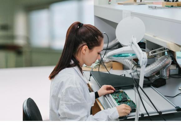 L'étude de l'OCDE recommande de fournir aux écoliers le plus tôt possible une image complète du monde du travail. 123RF/FRANZ12