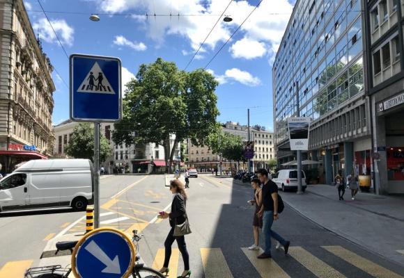 Sur le boulevard Saint-Georges. Des panneaux qui suscitent la polémique. FRANCIS HALLER