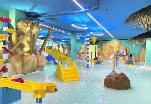 Un bassin de 140 m2 accueille les petits. DR