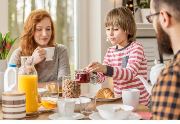Un bon petit déjeuner comblera le manque nutritionnel lié au jeûne de la nuit.