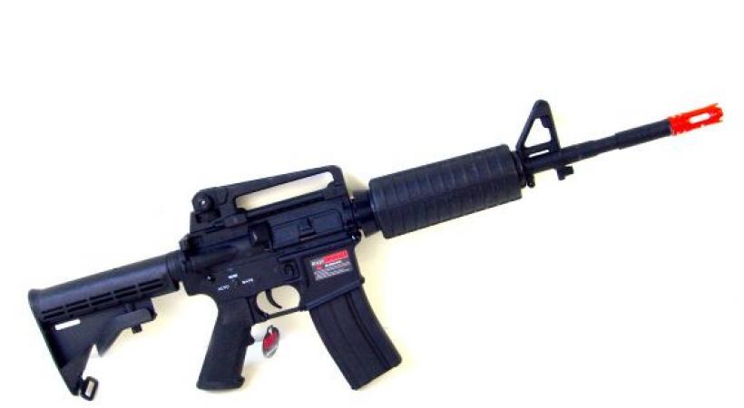 Un fusil M16 soft air. Un modèle qui s'apparente à celui-ci a semé la panique aux Pâquis. DR