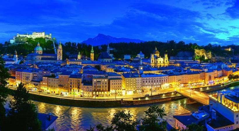 La (vieille) ville n'a pas changé depuis l'époque de Mozart.  DW