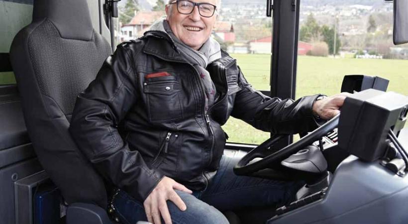 L'ancien conseiller d'Etat PDC au volant de sa nouvelle acquisition, un bus TPG!