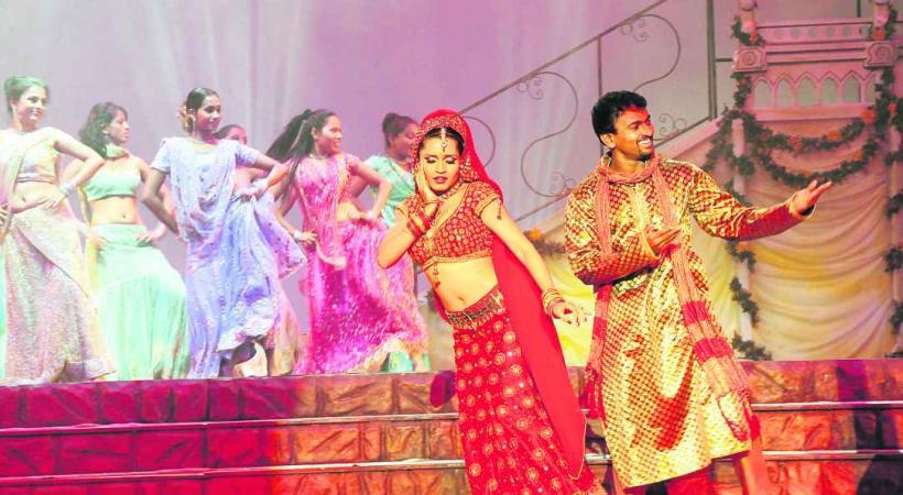 Une comédie musicale bollywoodienne romantique et exéburante.