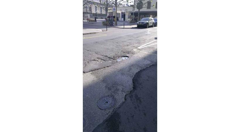 Dans tous les quartiers de la ville, l'état des routes est désastreux.