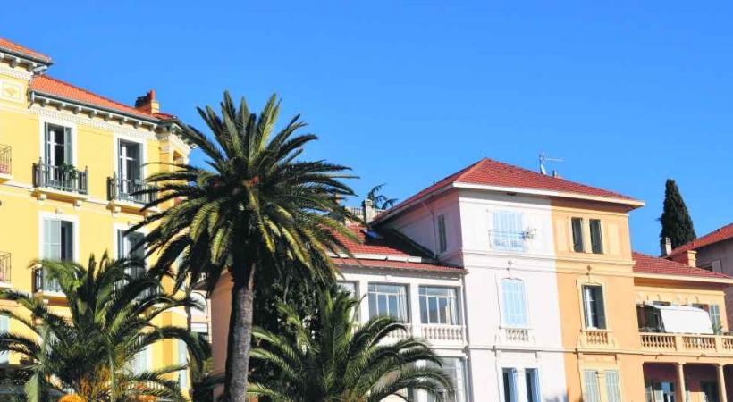 Les rues de la ville charment par la variété de l'architecture, surtout dans la vieille ville.