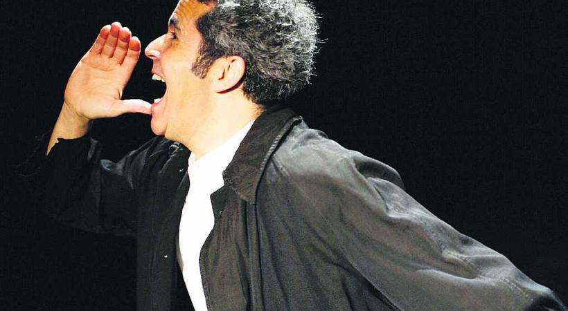 D'origine marocaine, Abel Aboualiten exorcise son appartenance communautaire par le rire.