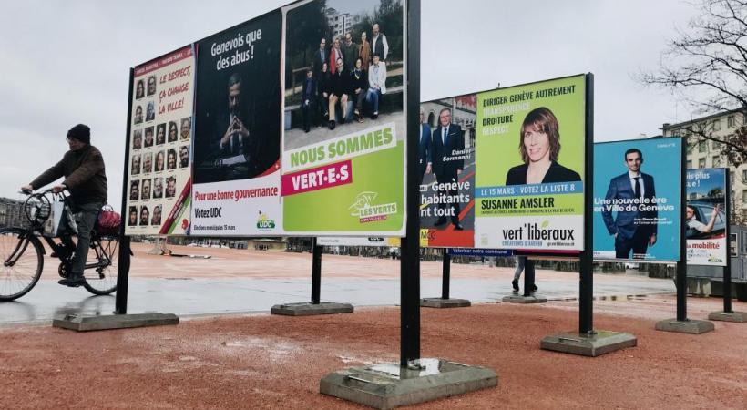 Affiches électorales des municipales de 2020. Les électeurs retourneront aux urnes, le 7 mars prochain, pour l'élection complémentaire du Conseil d'Etat. FRANCIS HALLER